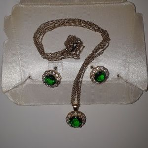 Emerald Green Ratings and Necklaces